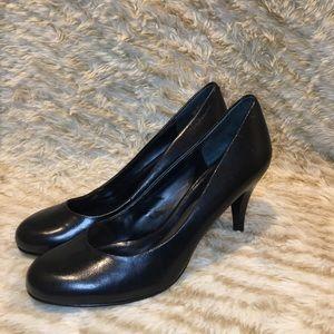 Nine West Round Toe Pumps EUC Size 7.5 Black